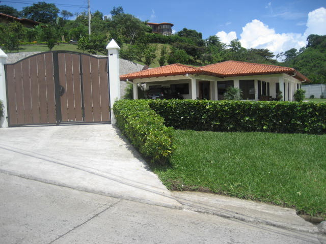 Atenas home for sale in Roca Verde